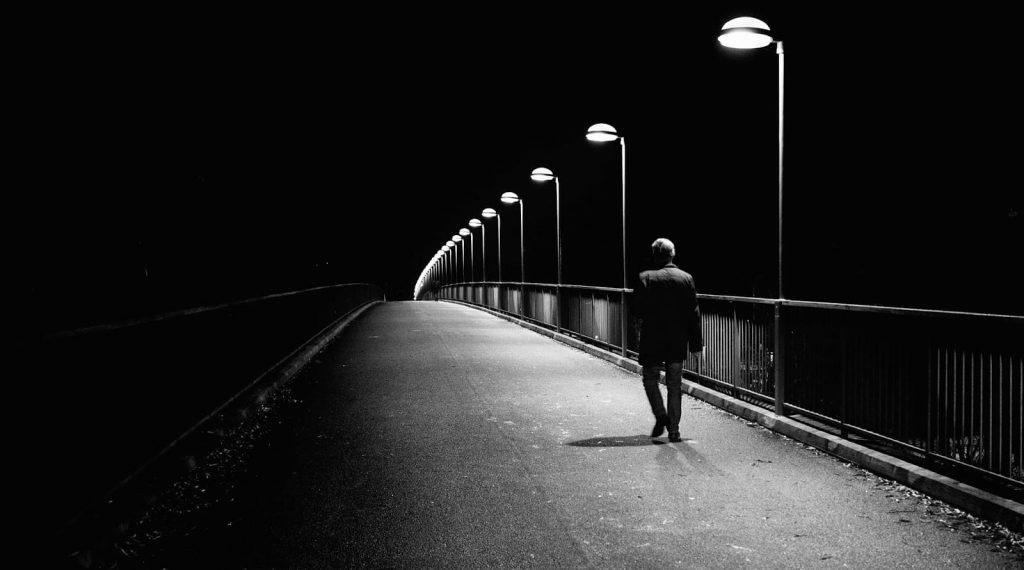 alone at night girl and boy image 1 1 1024x570 - İnsanlar Gökkuşağı Gibidir...